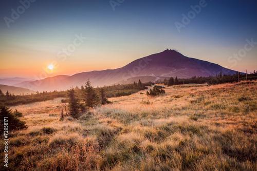 Fotobehang Heuvel Snezka in sunrise
