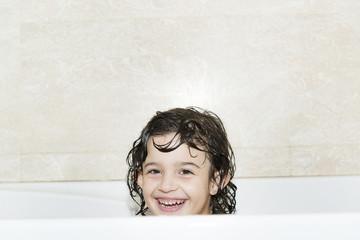 niña en la bañera