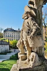 Puttenfigur im Hofgarten Würzburg