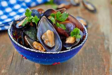 Cooked mussel with herbs and wine