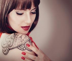 Mädchen mit Tattoo-ladybabe