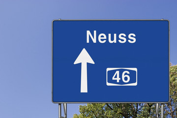Wegweiser auf A46, Richtung Neuss
