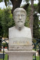 Buste de Pythagore dans la parc Pincio à Rome