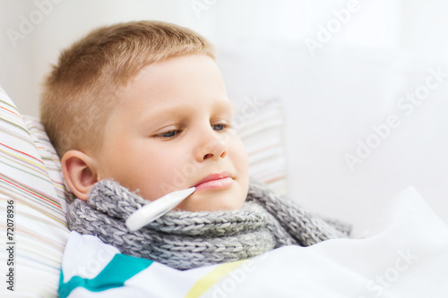 Leinwanddruck Bild ill boy with flu at home