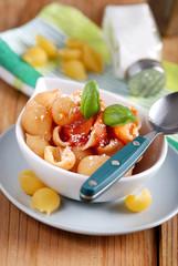 pasta conchiglie con salsa pomodoro