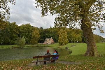 Repos en face de la villa espagnole en automne