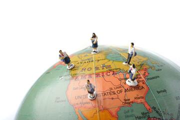 地球儀と学生達
