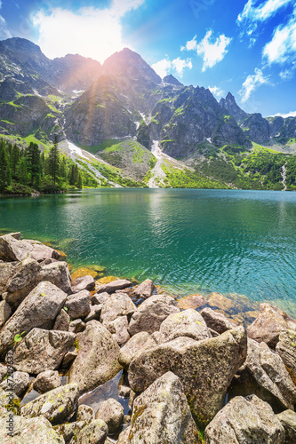 oko-denny-jezioro-w-tatrzanskich-gorach-polska