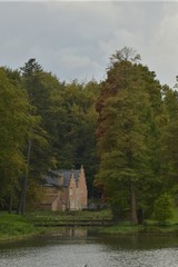 La villa espagnole après le petit pont en bois