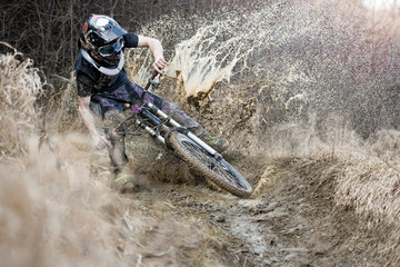 Mountainbiker crosses through the mud