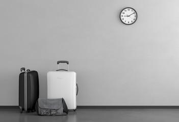 Schwarz und weißer Koffer