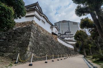 姫路城の西小天守と修復中の天守