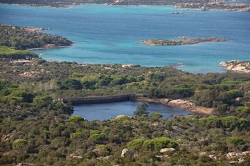 vista aerea della diga di caprera