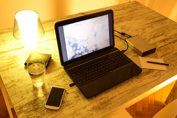 Nachts am Laptop