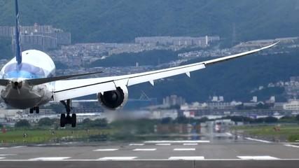 飛行機 着陸するジェット機
