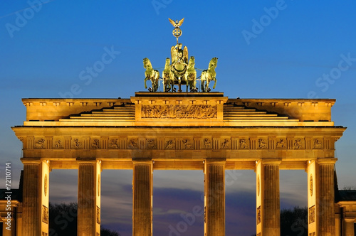 canvas print picture The Brandenburger Tor in the evening in Berlin, Germany