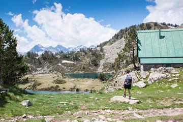 Randonneur dans le parc national des Pyrénées
