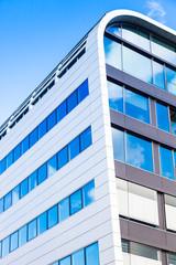 modernes Bürogebäude - Glasfassade
