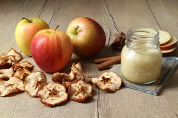 mele secche frullate e secche su tavolo
