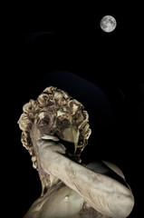 David di Michelangelo e la Luna