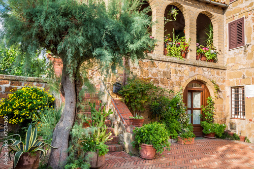 Beautiful porch in a small city in Tuscany - 72114365