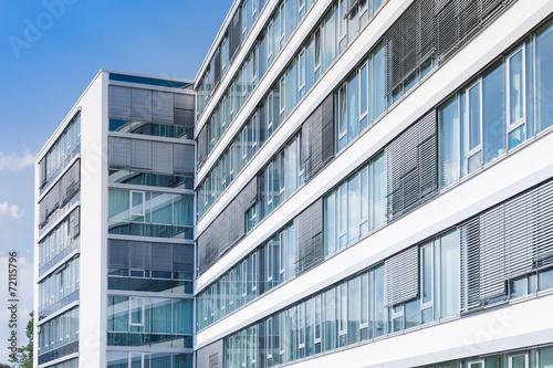 Bürogebäude in Deutschland - 72115796