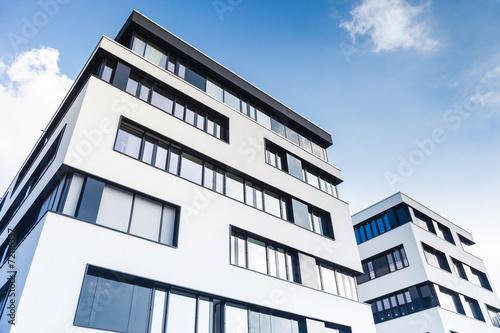 Leinwandbild Motiv modernes Bürogebäude - Büro in Deutschland