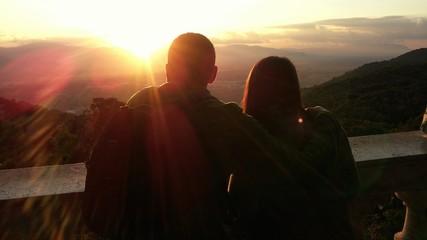Abbraccio al tramonto