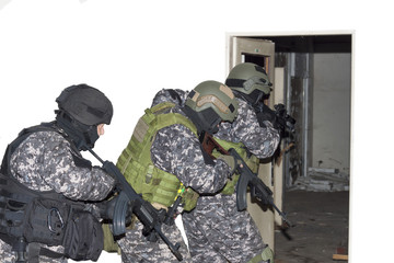 "special anti-terrorist unit, ""knocking on doors"" dynamic entry"