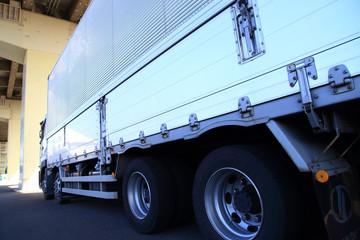 大型貨物トラック