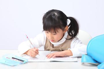 通学する女の子
