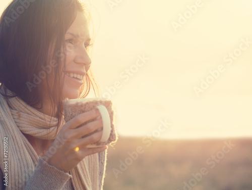 Drinking tea - 72130512