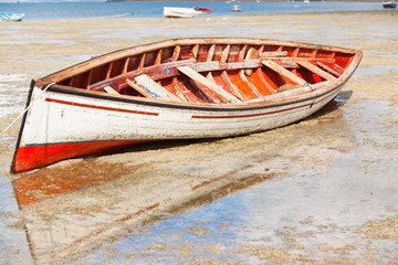 reflets de vieille barque rodriguaise, anse Mourouk