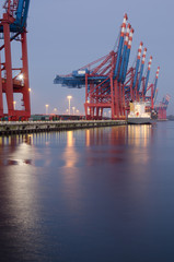 fast leeres Container-Terminal