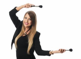 Frau mit Schminkpinseln