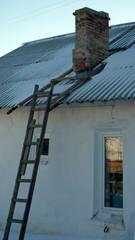 Печная труба и деревянная лестница