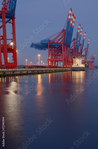 canvas print picture Tagesanbruch am Container-Terminal HDR