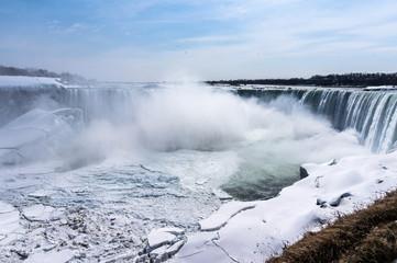Niagarafälle im Winter