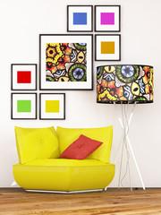 Gelber Sessel mit bunter Lampe
