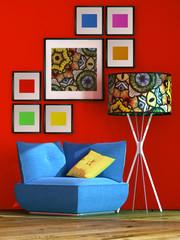 Blauer Sessel mit bunter Lampe vor roter Wand