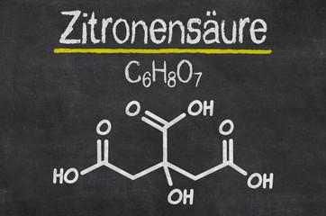 Schiefertafel mit der chemischen Formel von Zitronensäure