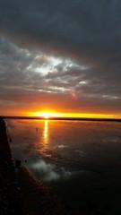 Sonnenuntergang an der Meereskante