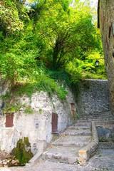 Rue du village de Crest dans la Drôme