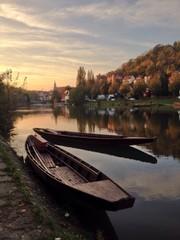 Boote am Fluss
