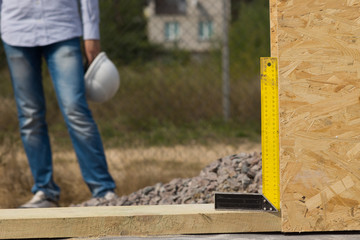 Builders try square or right angle