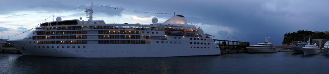 Kreuzfahrt Schiff Luxus Urlaub Rundreise