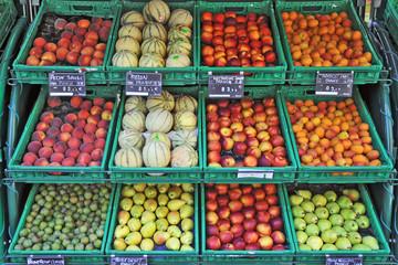 Frutta e verdura al mercato di Figeac, Lot  - Francia