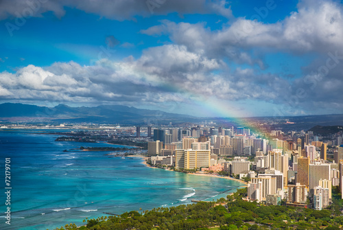 Fotobehang Strand Rainbow over Hawaii skyline