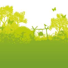 Zelt und Zeltplatz im Gras und Zelten im Wald