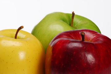 Las tres manzanas de colores.